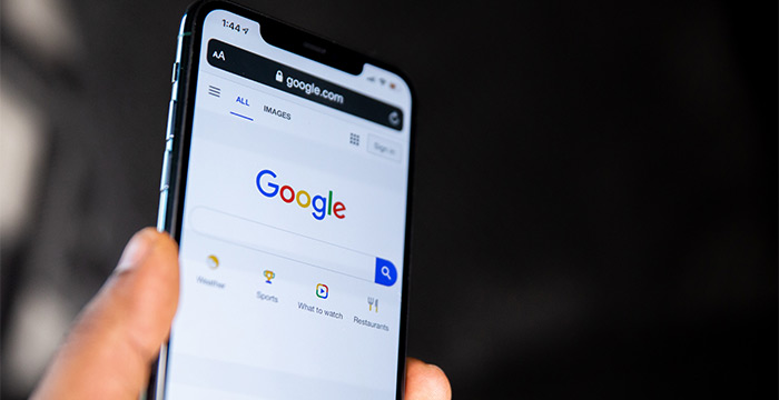 Ricerca google da uno smartphone per consigli di indicizzazione del negozio online